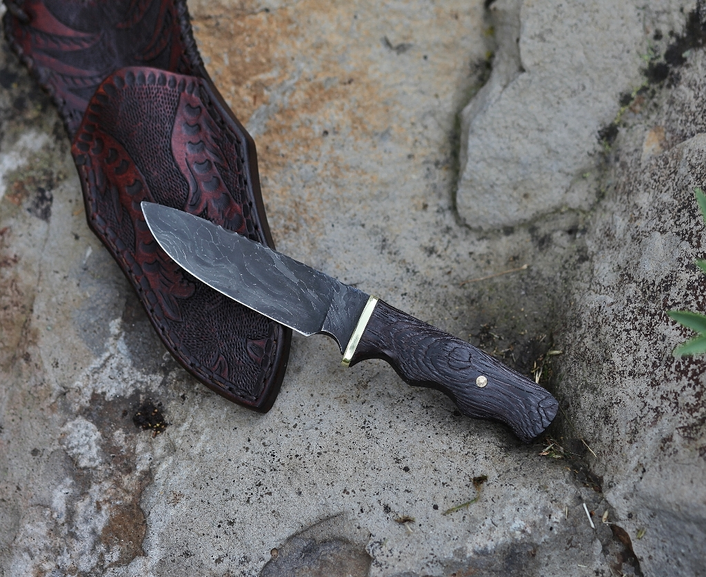 Wire rope neck knife, wenge wood