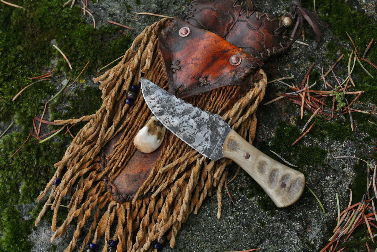 Mountain Man neck knife, sheep horn